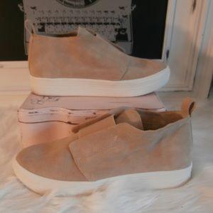 Dolce Vita tan suede high top sneakers